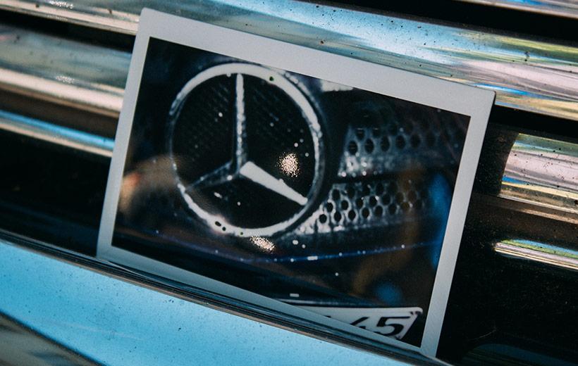 Polaroid mit Mercedes Stern