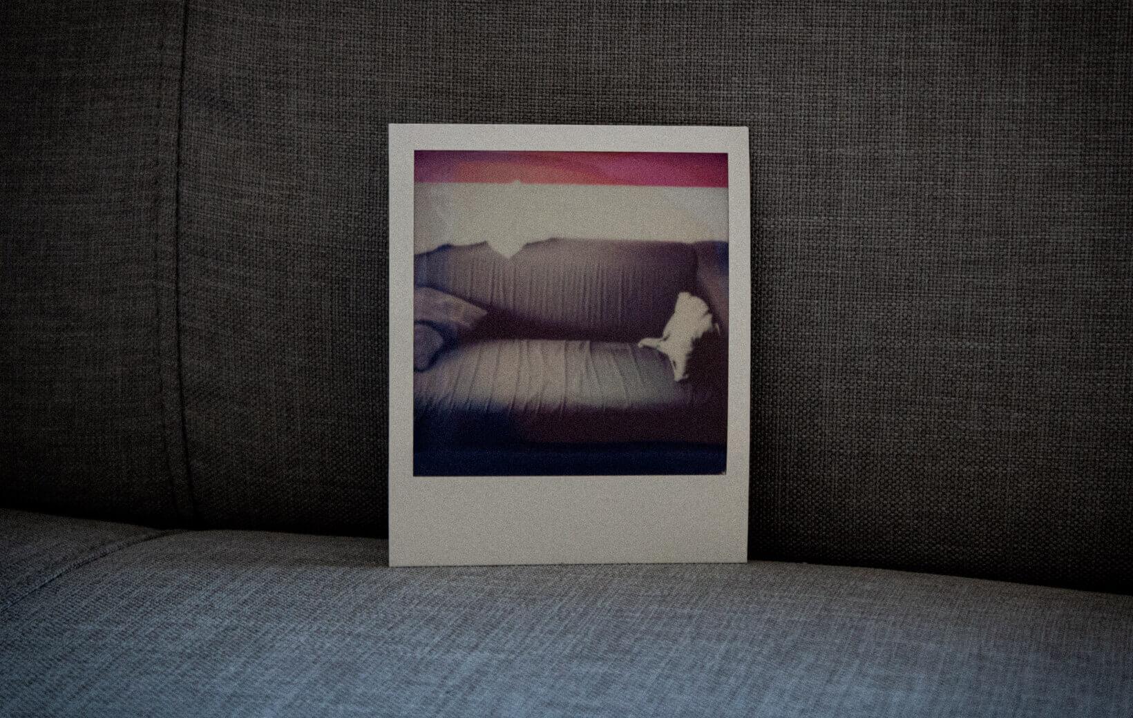 Polaroid mit Sofa