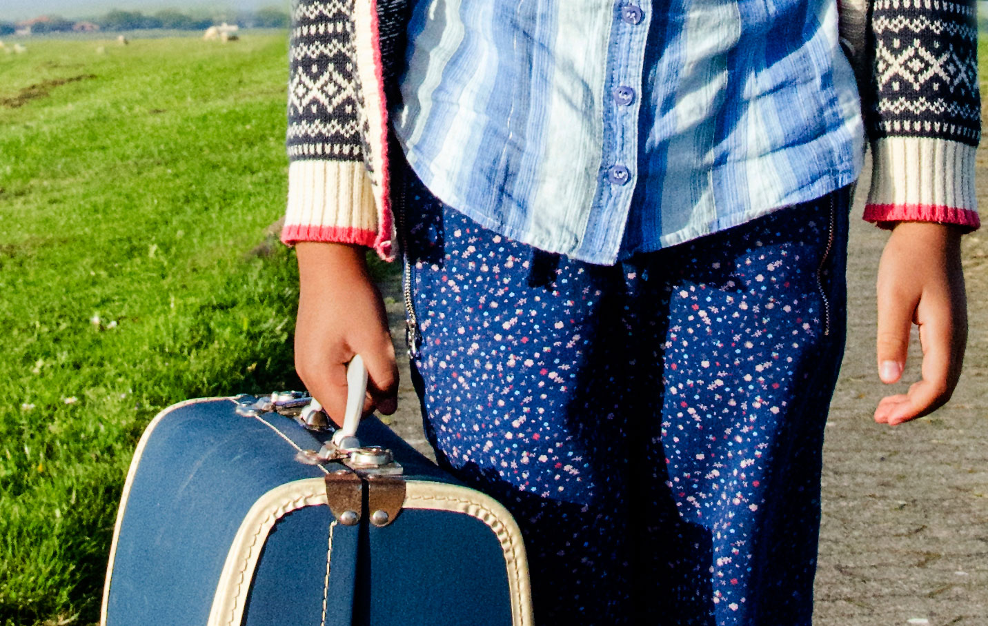 gepackter Koffer auf Reisen