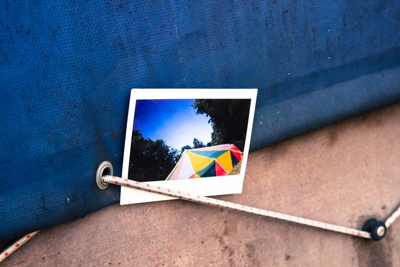 Polaroid mit Zirkuszelt