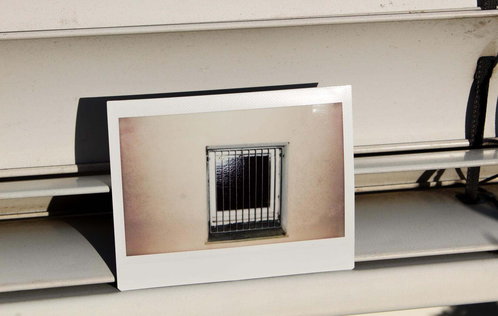 Polaroid: Gitterfenster